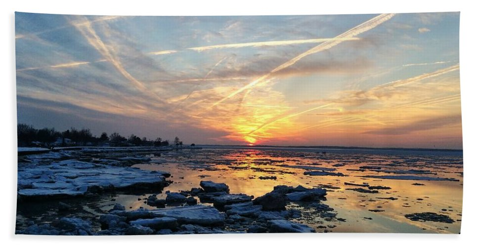 Sunset Bath Sheet featuring the photograph Ice On The Delaware River by Ed Sweeney