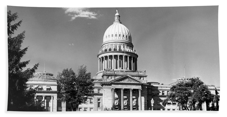 1953 Hand Towel featuring the photograph Idaho State Capitol Building by Underwood Archives