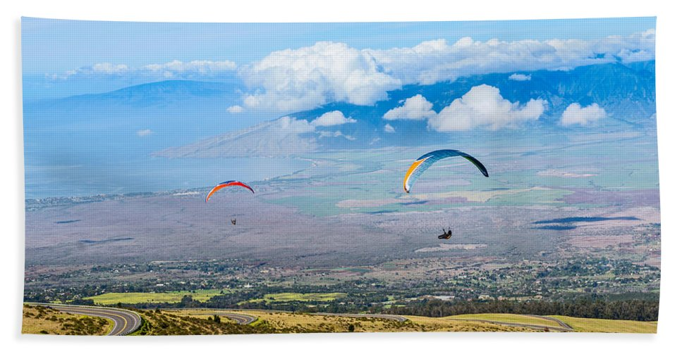 Paragliders Hand Towel featuring the photograph In Flight - Paragliders Taking Off High Over Maui. by Jamie Pham
