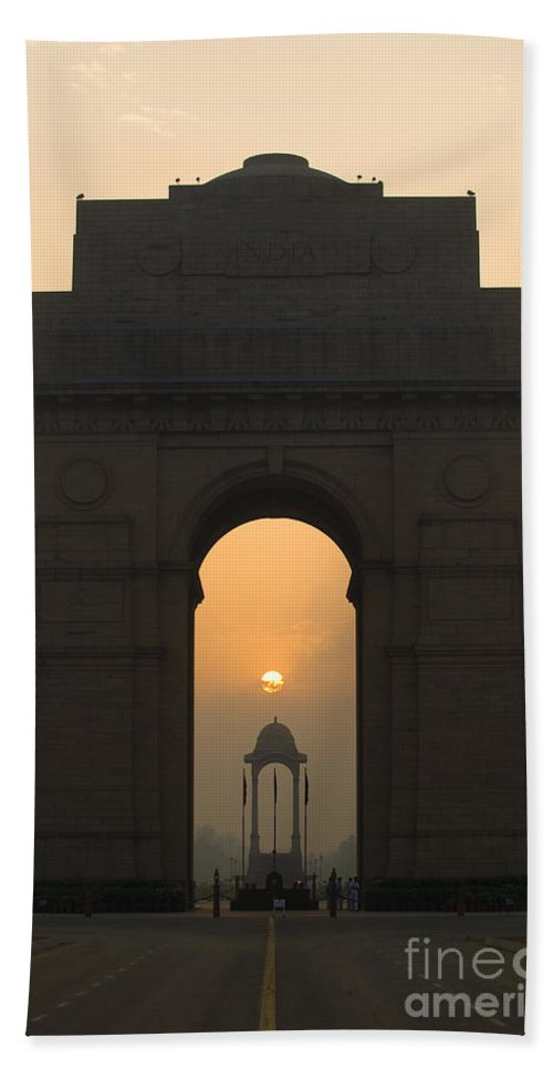 Asia Bath Sheet featuring the photograph India Gate, Delhi by John Shaw