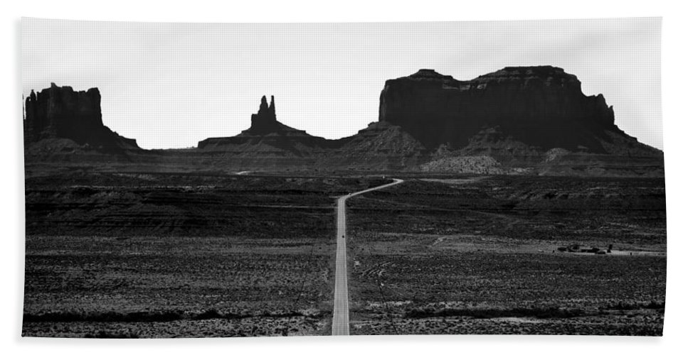 Monument Valley Arizona Bath Sheet featuring the photograph Into The Valley Of Monuments by David Lee Thompson