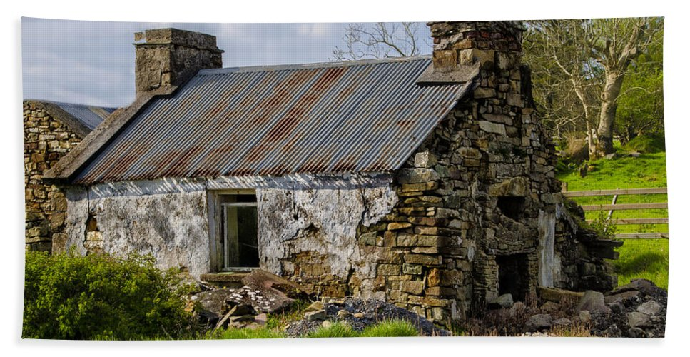 Irish Bath Sheet featuring the photograph Irish Cottage Ruins by Bill Cannon