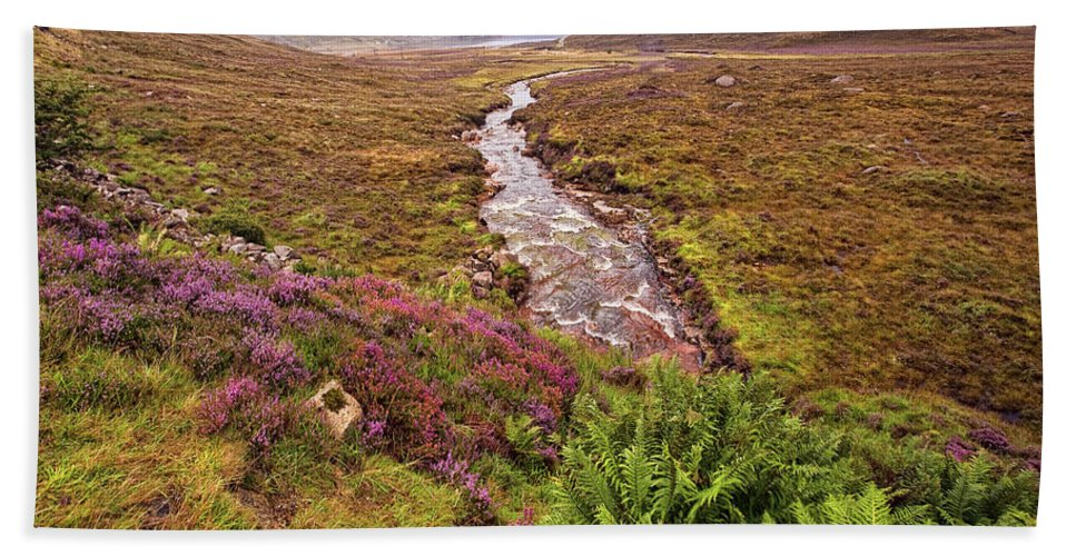 Landscape Bath Sheet featuring the photograph Isle Of Skye Scotland by Marcia Colelli