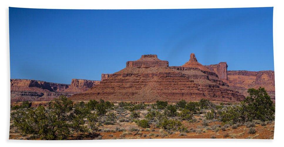 Moab Bath Sheet featuring the photograph It Cuts Like A Knife by Angus Hooper Iii