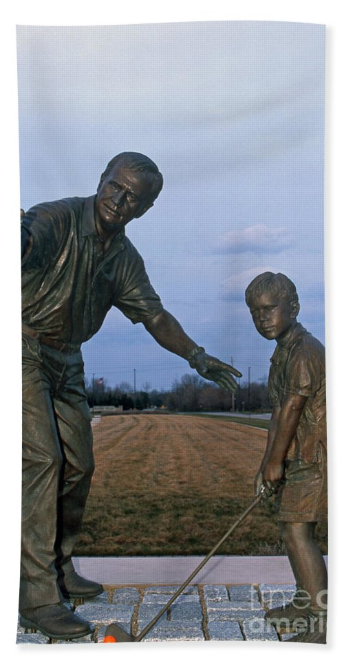 Jack Nicklaus Hand Towel featuring the photograph 36u-245 Jack Nicklaus Sculpture Photo by Ohio Stock Photography