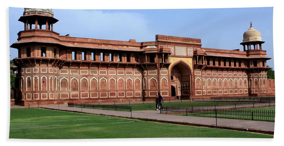 India Hand Towel featuring the photograph Jahangir Palace Red Fort Agra by Aidan Moran