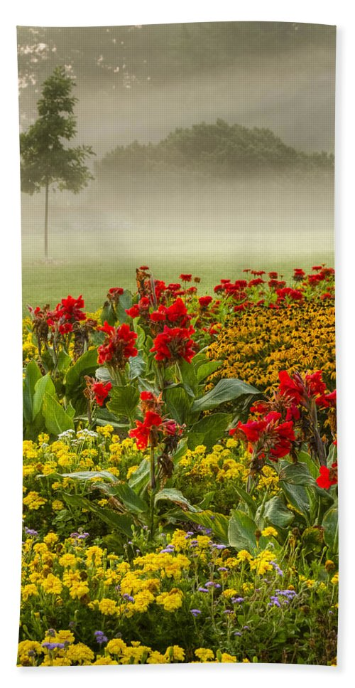 Gardens Hand Towel featuring the photograph James Garden Sunrise by Marilyn Cornwell