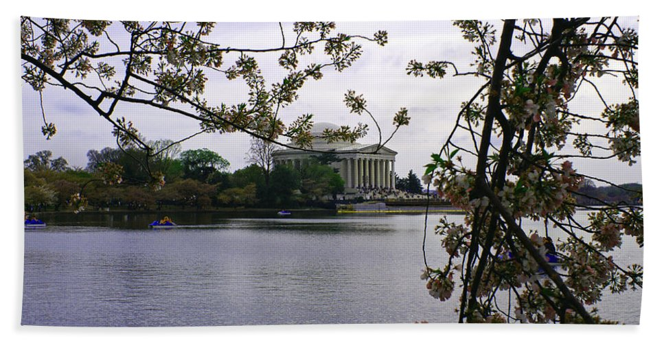 Jefferson Bath Sheet featuring the photograph Jefferson Through The Trees by Pablo Rosales