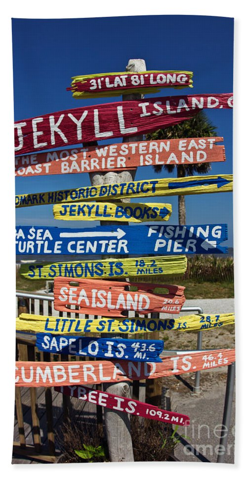 Wood Bath Sheet featuring the photograph Jekyll Island Sign by Joan McCool