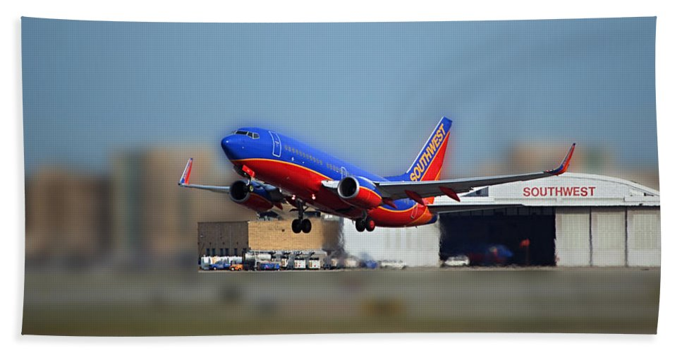 Passenger Plane Hand Towel featuring the photograph Jet Chicago Airplanes 17 by Thomas Woolworth