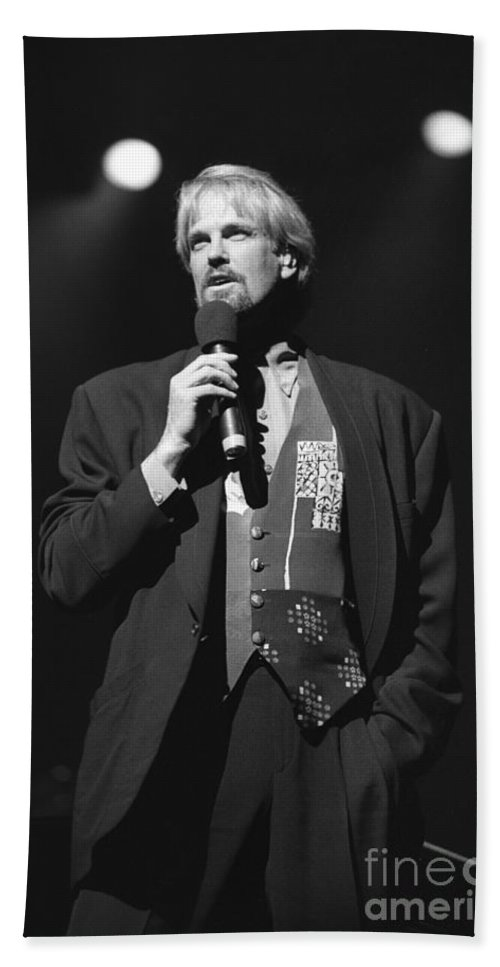 Pianist Hand Towel featuring the photograph Musician John Tesh by Concert Photos