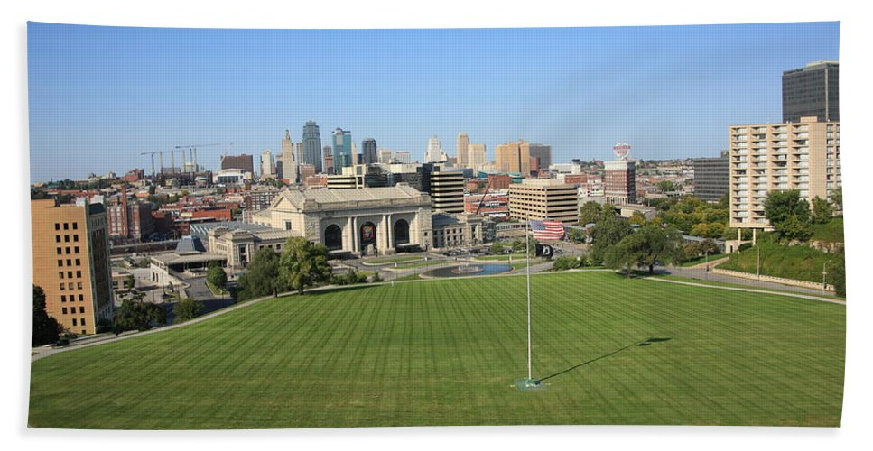 America Hand Towel featuring the photograph Kansas City Skyline And Park by Frank Romeo