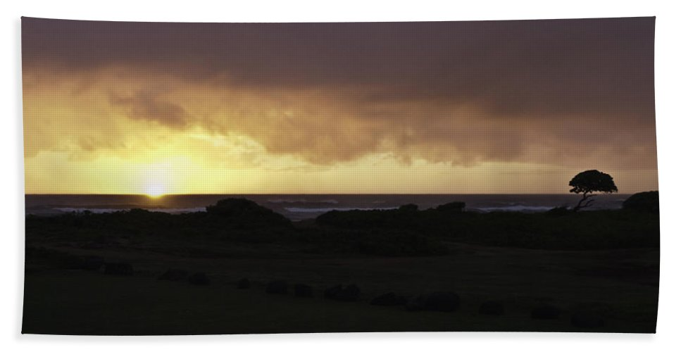 Kauai Hand Towel featuring the photograph Kauai Hawaii Sunrise by Robert Ponzoni