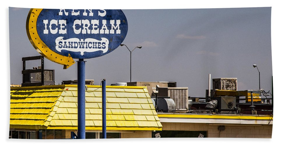 Route 66 Hand Towel featuring the photograph Ken's Ice Cream Sandwiches by Angus Hooper Iii