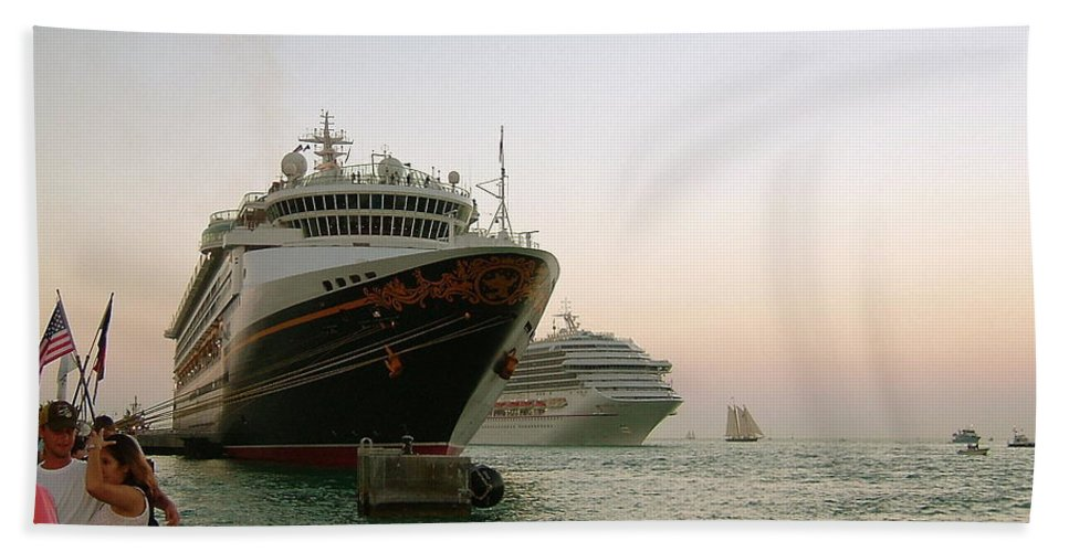 Cruise Ships Bath Sheet featuring the photograph Key West Sunset by Susan Wyman