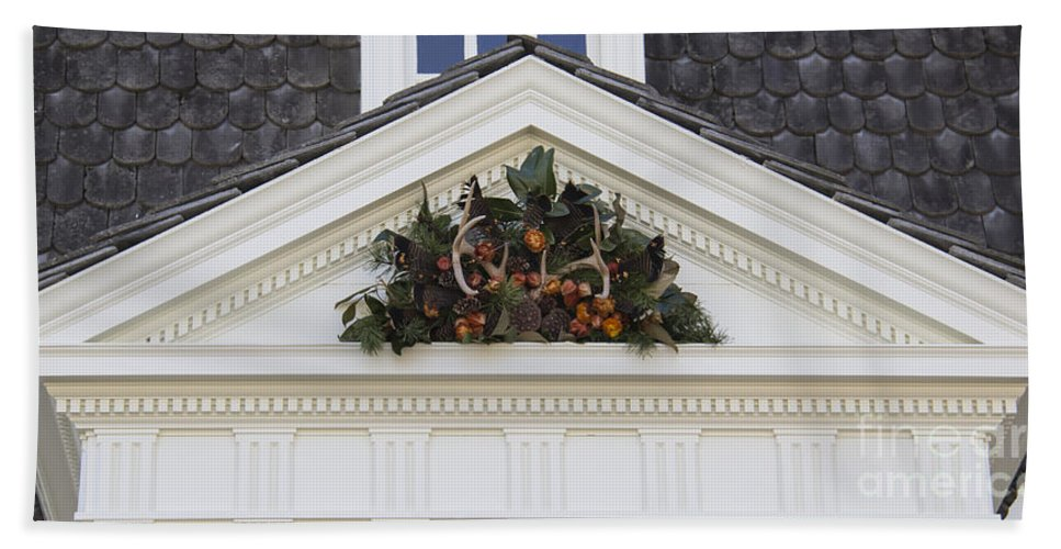 Colonial Hand Towel featuring the photograph Kings Arms Pediment Spray by Teresa Mucha