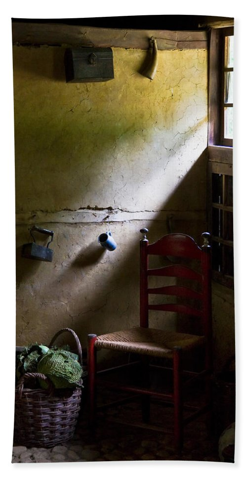 Dutch Kitchen Bath Towel featuring the photograph Kitchen Corner by Dave Bowman