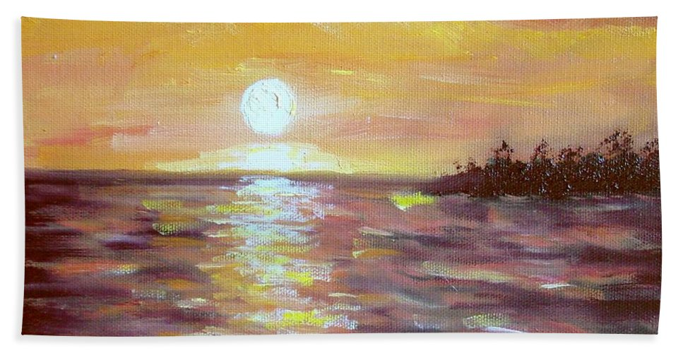 Sunset Bath Towel featuring the painting Kona Sunset by Laurie Morgan