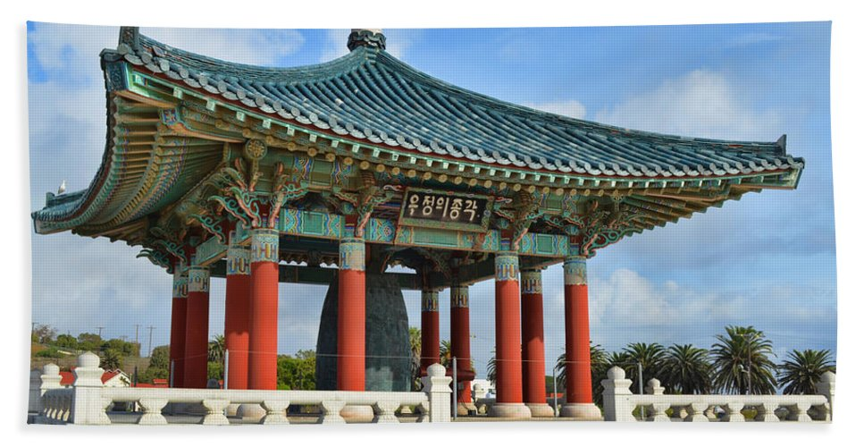 Architecture Hand Towel featuring the photograph Koren Friendship Bell by Donna Greene