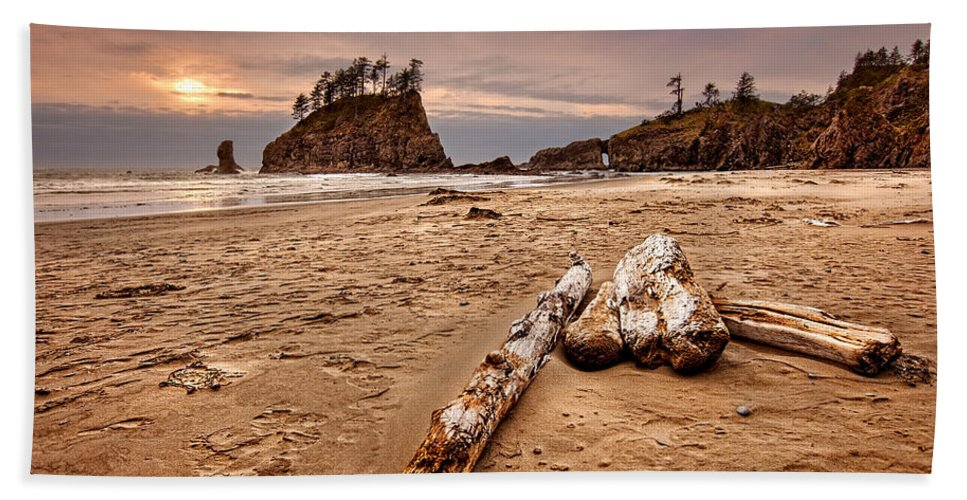 2nd Beach Hand Towel featuring the photograph La Push by Ian Good