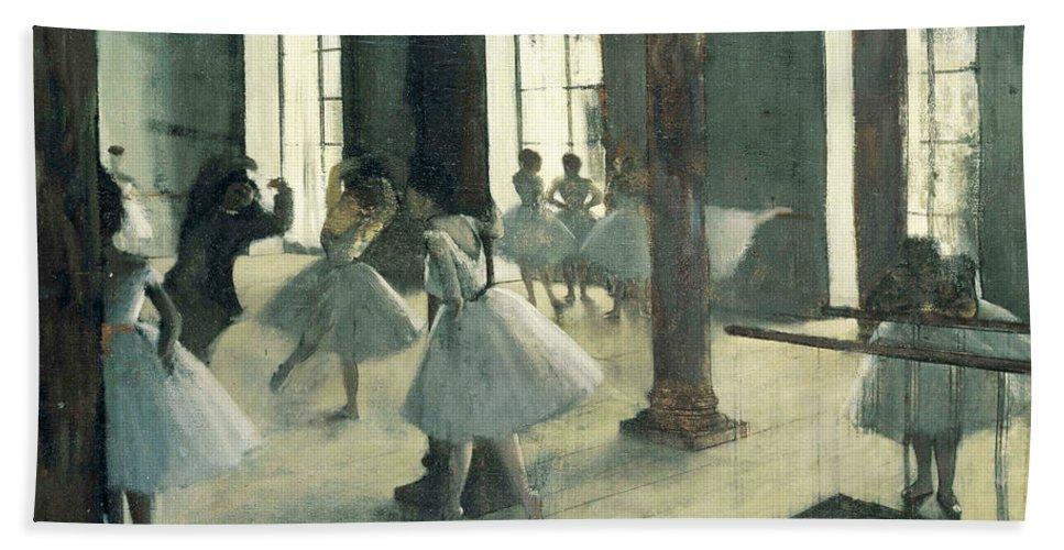 Edgar Degas Bath Sheet featuring the painting La Repetition Au Foyer De La Danse by Edgar Degas
