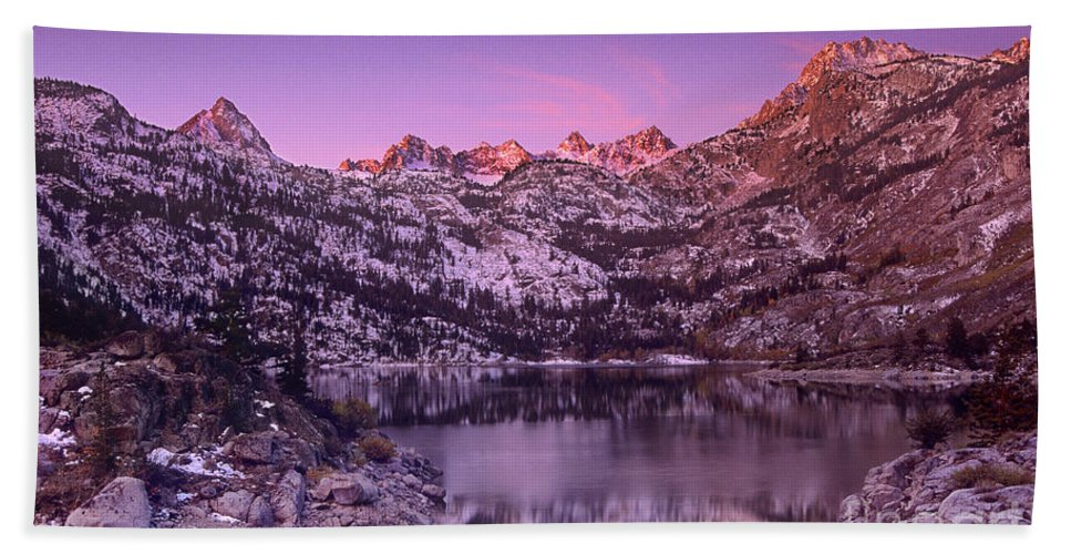 North America Hand Towel featuring the photograph Lake Sabrina Sunrise Eastern Sierras California by Dave Welling