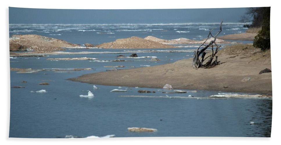 Great Lakes Hand Towel featuring the photograph Lake Superior And Ice by Linda Kerkau