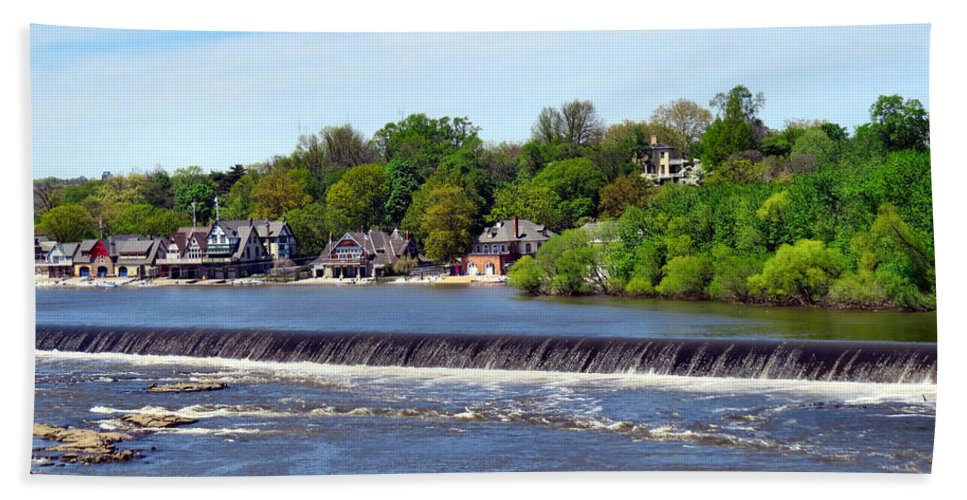 Span Bath Sheet featuring the photograph Landscapes In Philly by Art Dingo