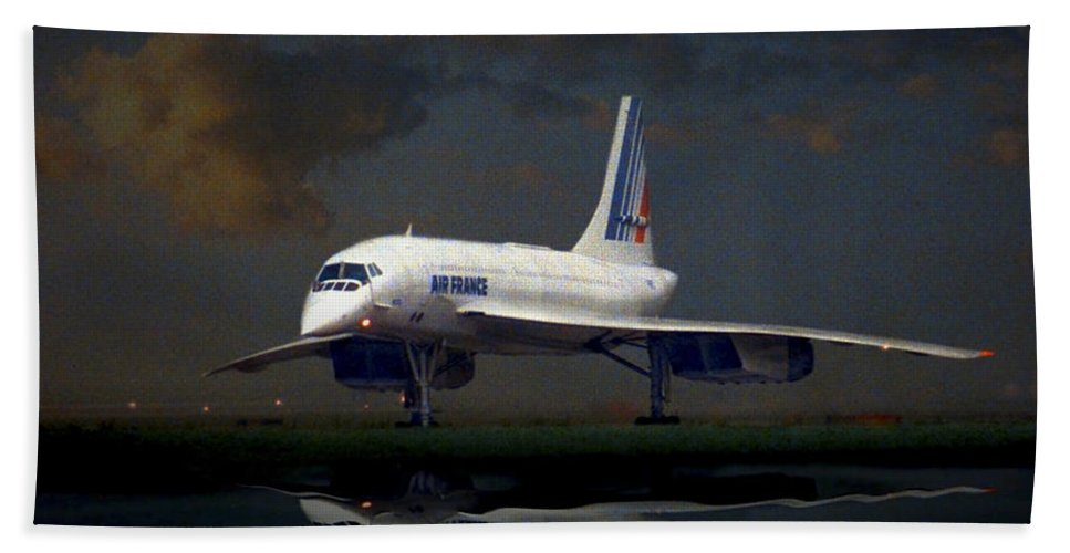 Concorde Bath Sheet featuring the photograph Last Flight From Detroit by Craig Purdie