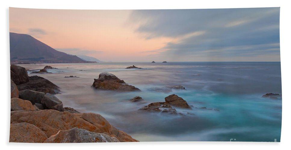 Landscape Bath Sheet featuring the photograph Last Light by Jonathan Nguyen