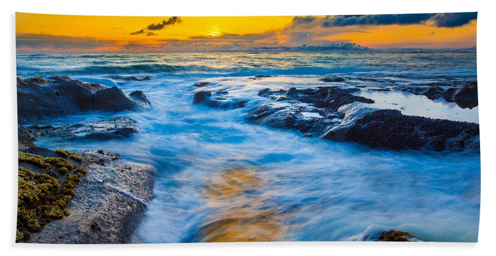 Sunset Hand Towel featuring the photograph Last Rays by Robert Bynum