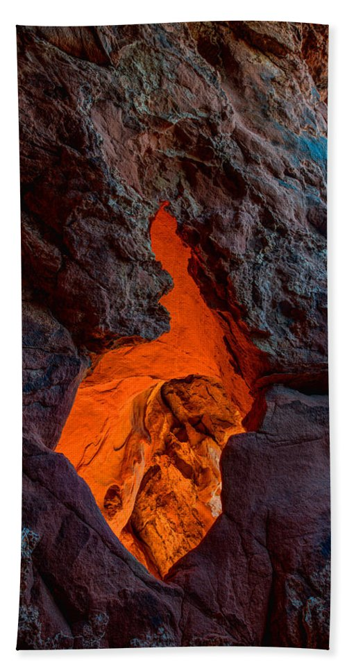 Lava Bath Towel featuring the photograph Lava Glow by Chad Dutson