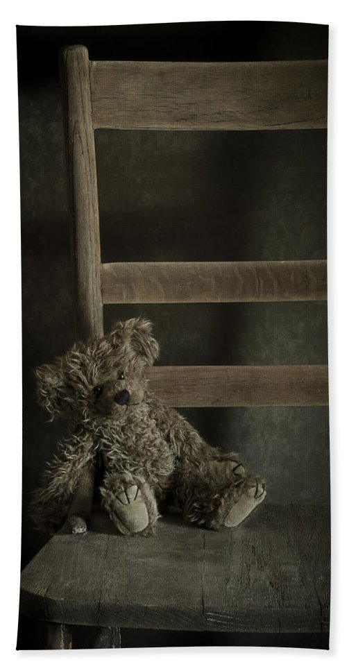 Bear Bath Sheet featuring the photograph Left Behind by Amy Weiss