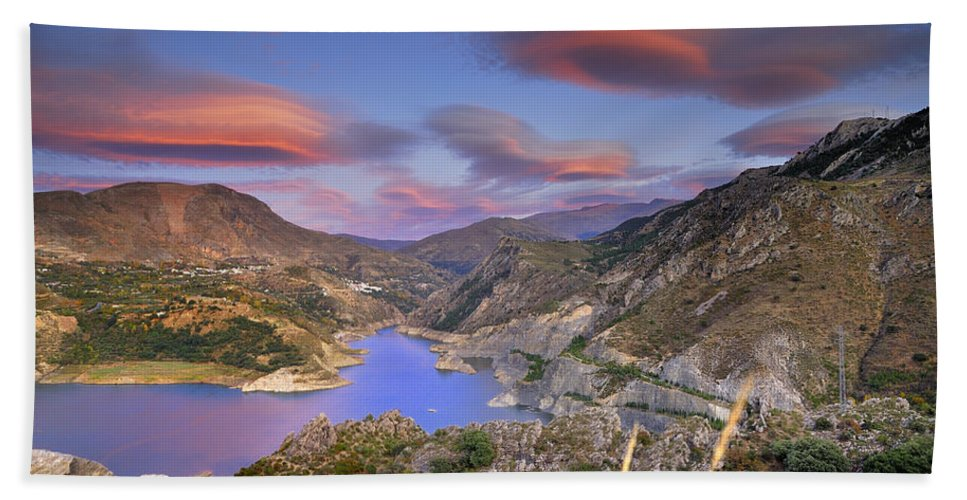 Sunset Bath Towel featuring the photograph Lenticular Clouds At The Red Sunset by Guido Montanes Castillo