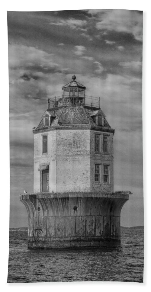 Bay Bath Sheet featuring the photograph Lighthouse 2 by Leah Palmer