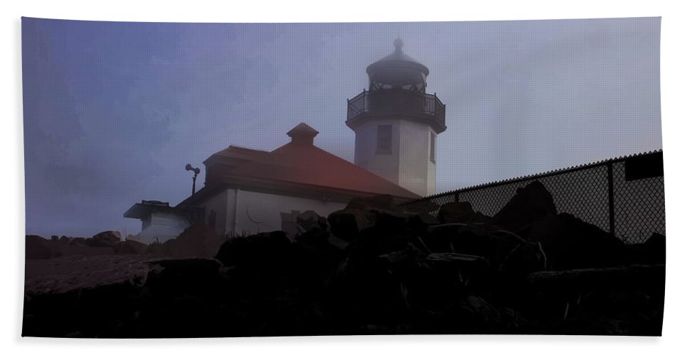 Hand Towel featuring the photograph Lighthouse At Alki Beach 2 by Cathy Anderson
