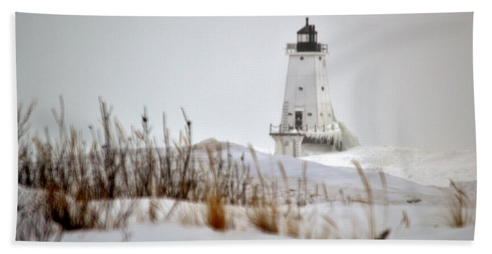 Lighthouse Bath Sheet featuring the photograph Lighthouse In Winter by Linda Kerkau