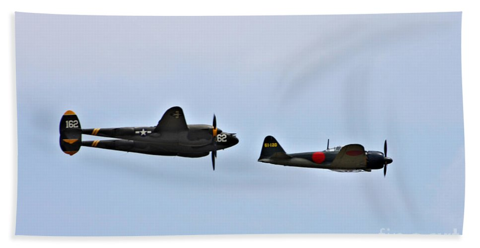 Lockheed P38 Lighting Bath Sheet featuring the photograph Lighting And The Zero by Tommy Anderson