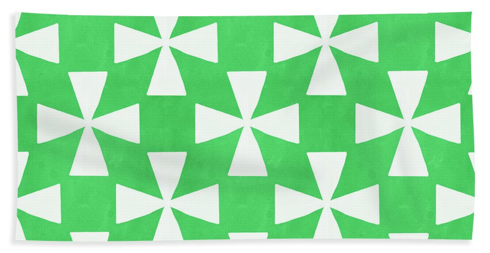 Abstract Bath Sheet featuring the painting Lime Twirl by Linda Woods