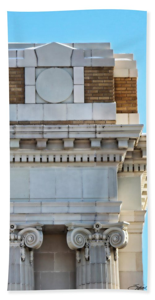 Lincoln County Courthouse Corner Hand Towel featuring the photograph Lincoln County Courthouse Corner by Sylvia Thornton