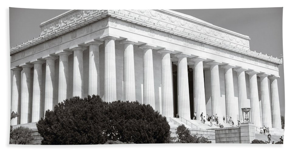 Lincoln Memorial Hand Towel featuring the photograph Lincoln Memorial by Sennie Pierson