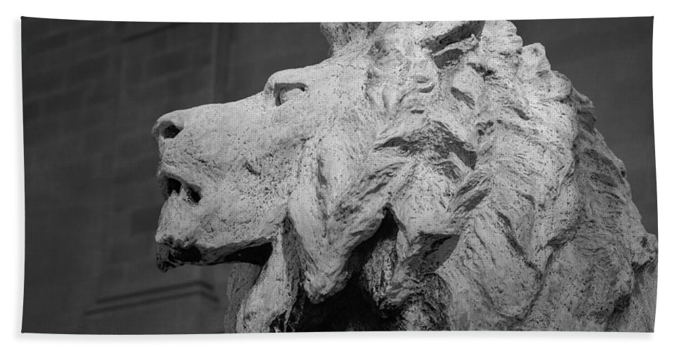 Lion Bath Sheet featuring the photograph Lion Of The Art Institute Chicago B W by Steve Gadomski