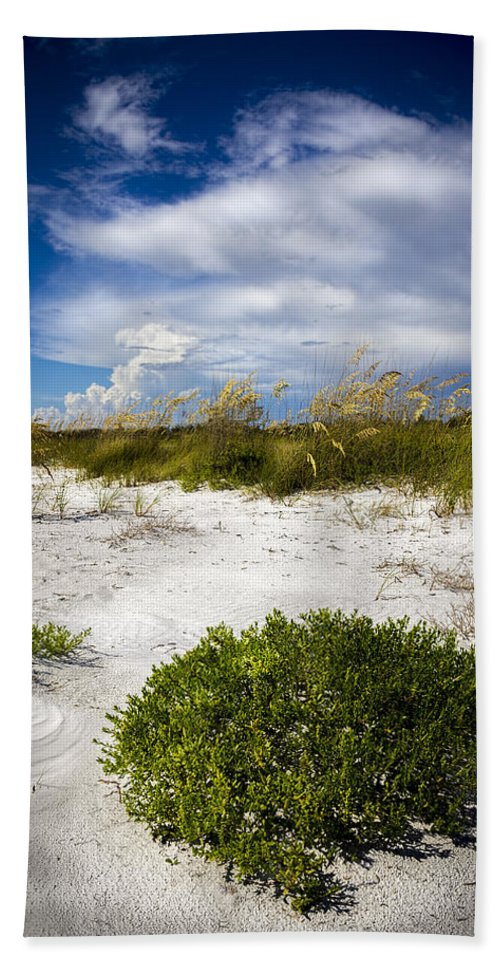 Sand Dunes Bath Towel featuring the photograph Listen To The Silence by Marvin Spates