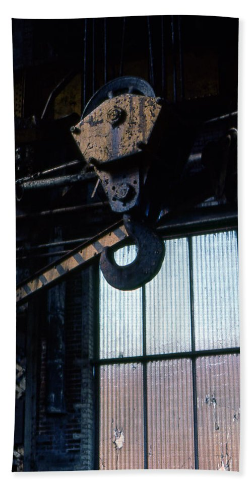 Hooks Bath Towel featuring the photograph Locomotive Hook by Richard Rizzo