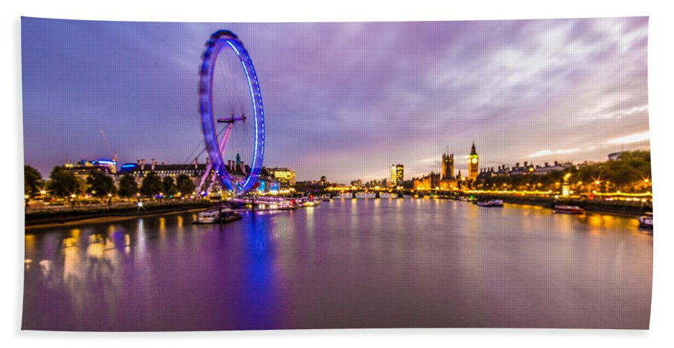 London Hand Towel featuring the photograph London At Night by Dawn OConnor