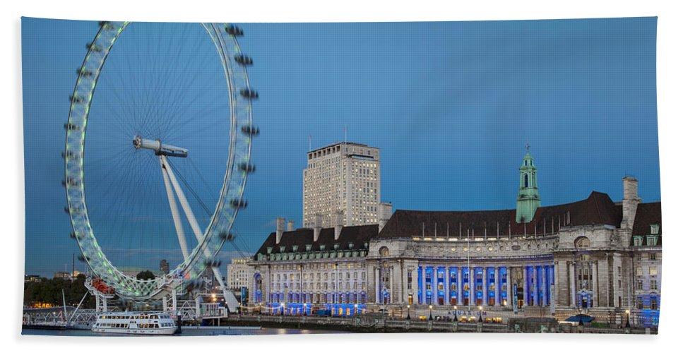 Attraction Bath Sheet featuring the photograph London Eye by Brian Jannsen