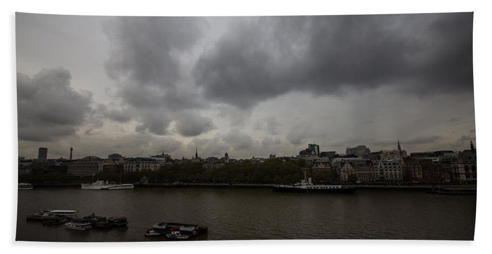 London Hand Towel featuring the photograph London River View by Dawn OConnor