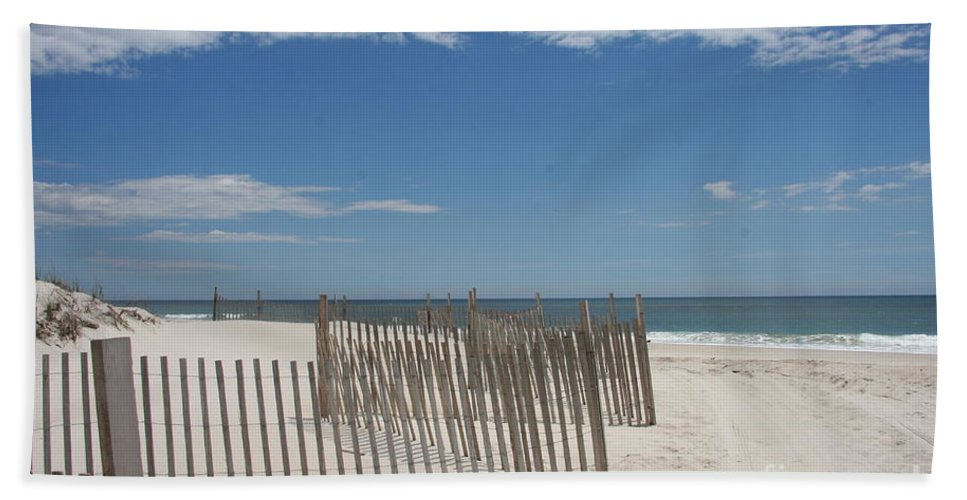 Long Island Hand Towel featuring the photograph Long Island Beach by Christiane Schulze Art And Photography