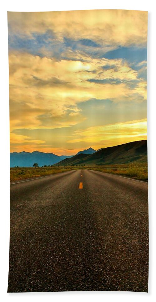 Open Road Hand Towel featuring the photograph Looking Ahead by Catie Canetti