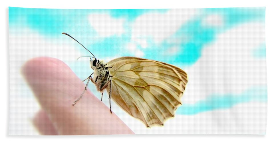 Butterfly Bath Sheet featuring the photograph Looking Back by Marianna Mills